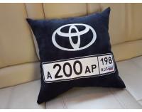"""Автоподушка с вышивкой логотипа """"Toyota и номер"""""""
